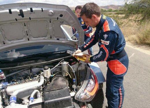 Finisce il liquido del radiatore della Hyundai i20 WRC e lo riempie con la birra