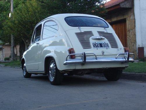 Fiat 600, l'icona del boom economico - Foto 1 di 13