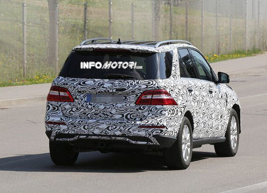 Mercedes ML 2015 facelift foto spia - Foto 1 di 9