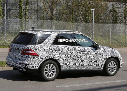 Mercedes ML 2015 facelift foto spia - Foto 2 di 9