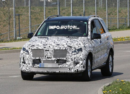 Mercedes ML 2015 facelift foto spia - Foto 4 di 9