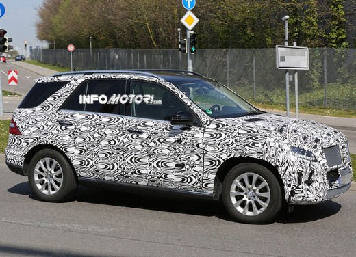 Mercedes ML 2015 facelift foto spia - Foto 7 di 9