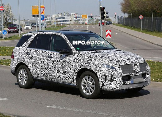 Mercedes ML 2015 facelift foto spia - Foto 8 di 9