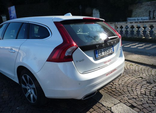 Volvo V60 Hybrid test drive, foto ed informazioni - Foto 11 di 17