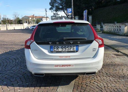 Volvo V60 Hybrid test drive, foto ed informazioni - Foto 12 di 17