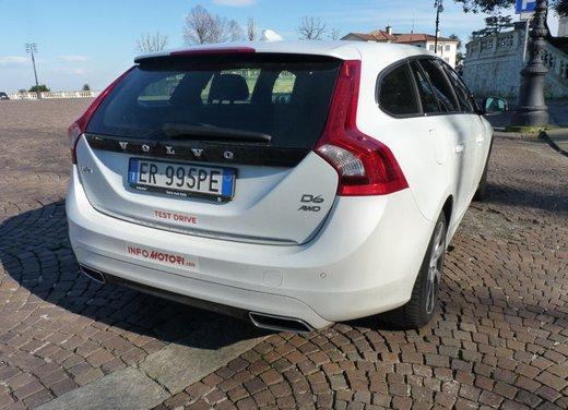 Volvo V60 Hybrid test drive, foto ed informazioni - Foto 14 di 17