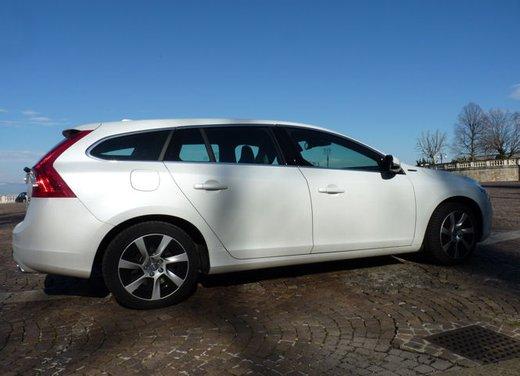 Volvo V60 Hybrid test drive, foto ed informazioni - Foto 15 di 17