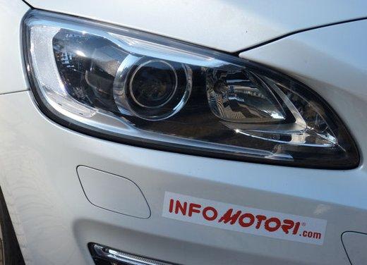 Volvo V60 Hybrid test drive, foto ed informazioni - Foto 17 di 17