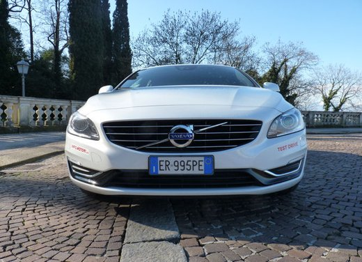 Volvo V60 Hybrid test drive, foto ed informazioni - Foto 2 di 17