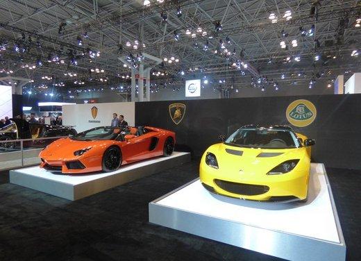 Una panoramica degli stand del Salone dell'auto di New York 2014 - Foto 1 di 16
