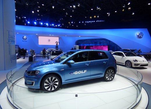 Una panoramica degli stand del Salone dell'auto di New York 2014 - Foto 8 di 16