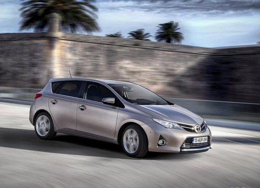 Toyota Auris a partire da 14.650 euro con Clima, 7 airbags, Radio CD, controllo stabilità e molto altro