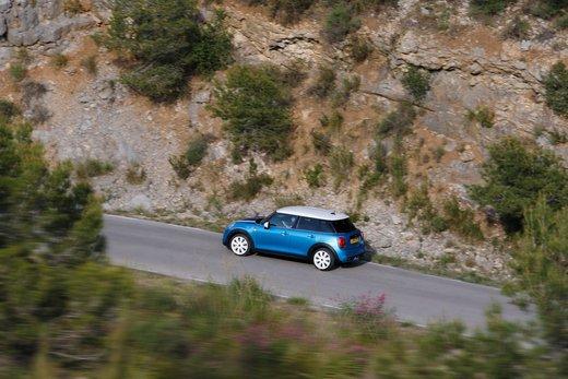 Nuova Mini 5 porte prestazioni e consumi della gamma motori - Foto 17 di 45