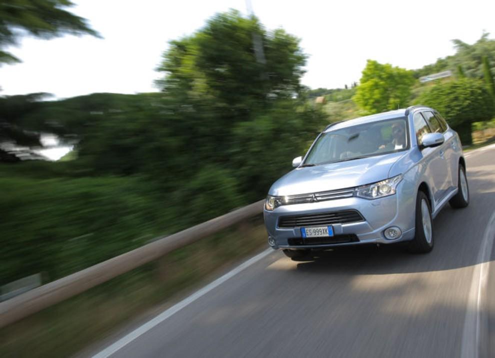 Mitsubishi Outlander Plug In prova su strada - Foto 12 di 21