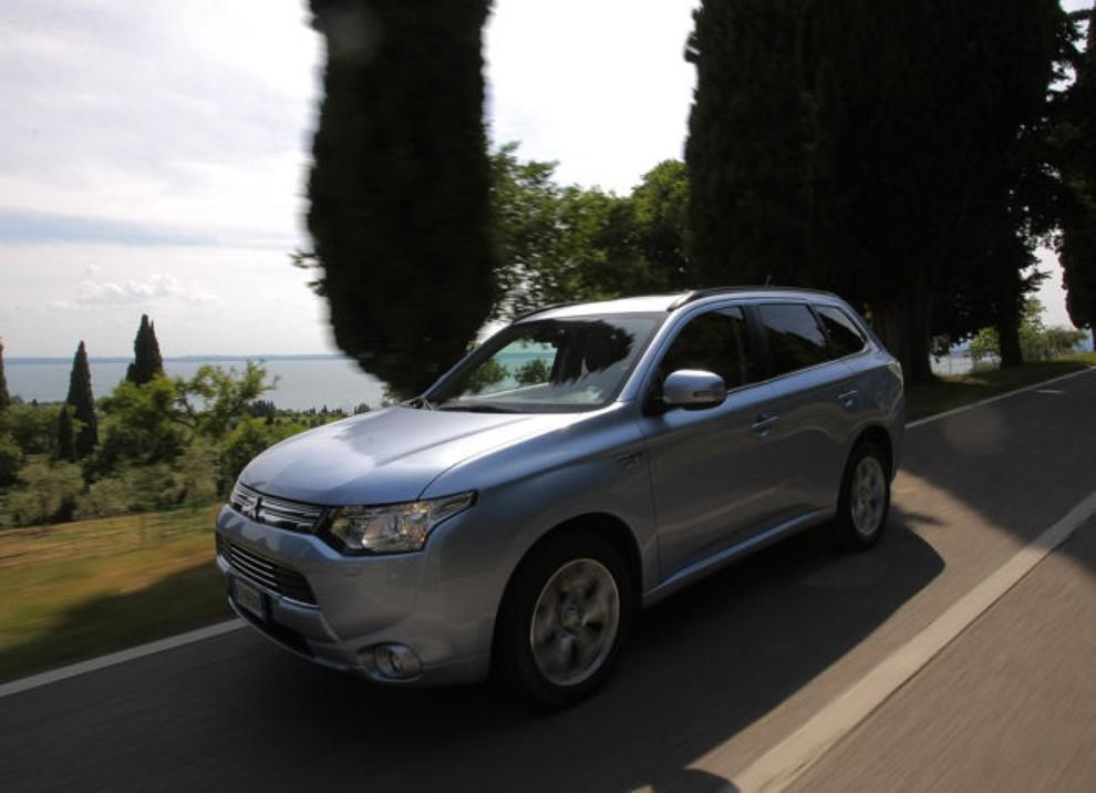 Mitsubishi Outlander Plug In prova su strada - Foto 16 di 21