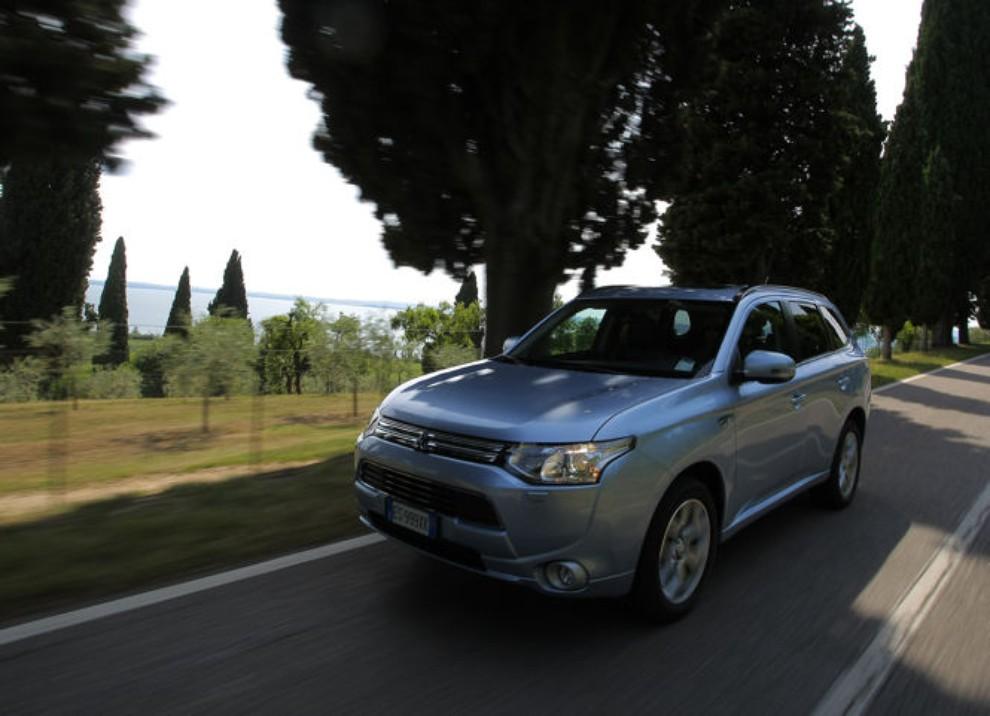 Mitsubishi Outlander Plug In prova su strada - Foto 17 di 21