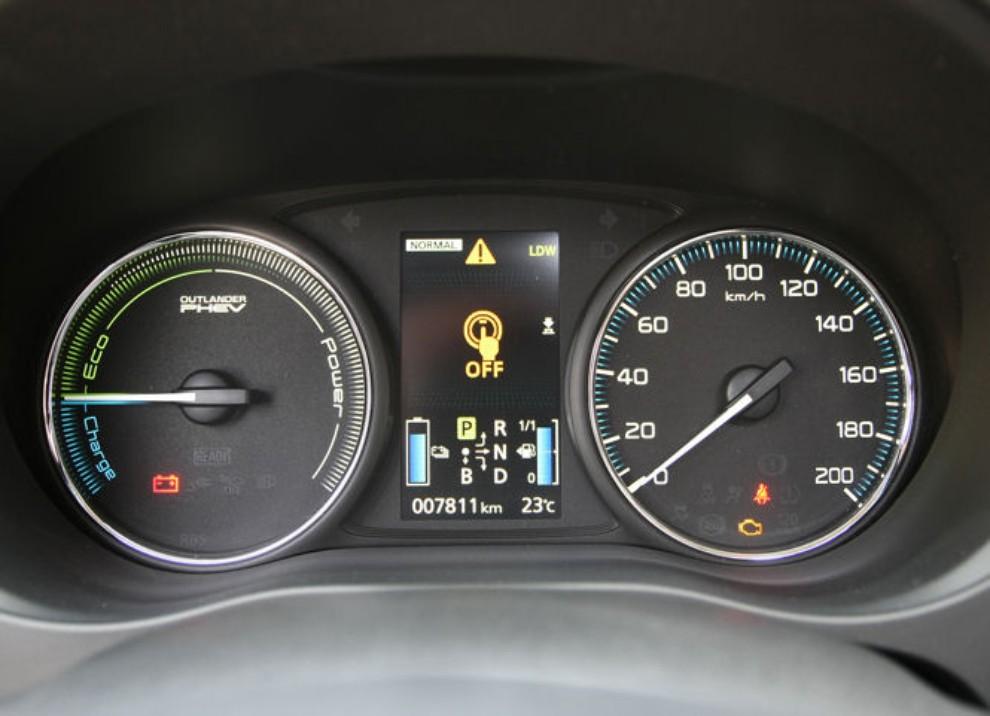 Mitsubishi Outlander Plug In prova su strada - Foto 19 di 21