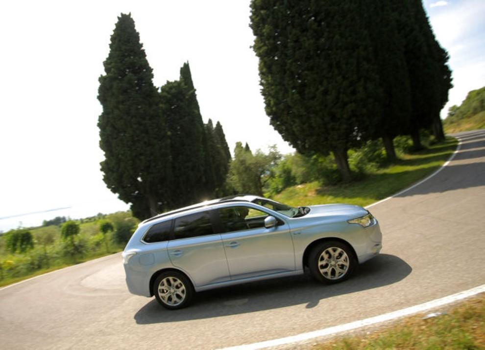 Mitsubishi Outlander Plug In prova su strada - Foto 3 di 21