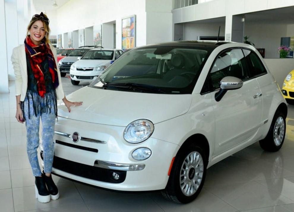 Fiat 500 bianca in regalo alla cantante violetta infomotori for Regalo tv usato