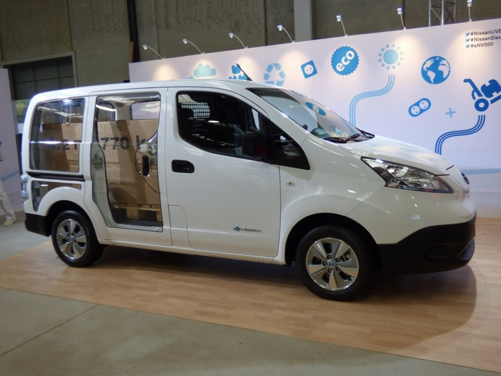 nissan e nv200 evalia provato su strada a barcellona il. Black Bedroom Furniture Sets. Home Design Ideas