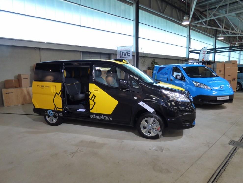 Nissan e-NV200 Evalia provato su strada a Barcellona il multispazio elettrico giapponese - Foto 21 di 40