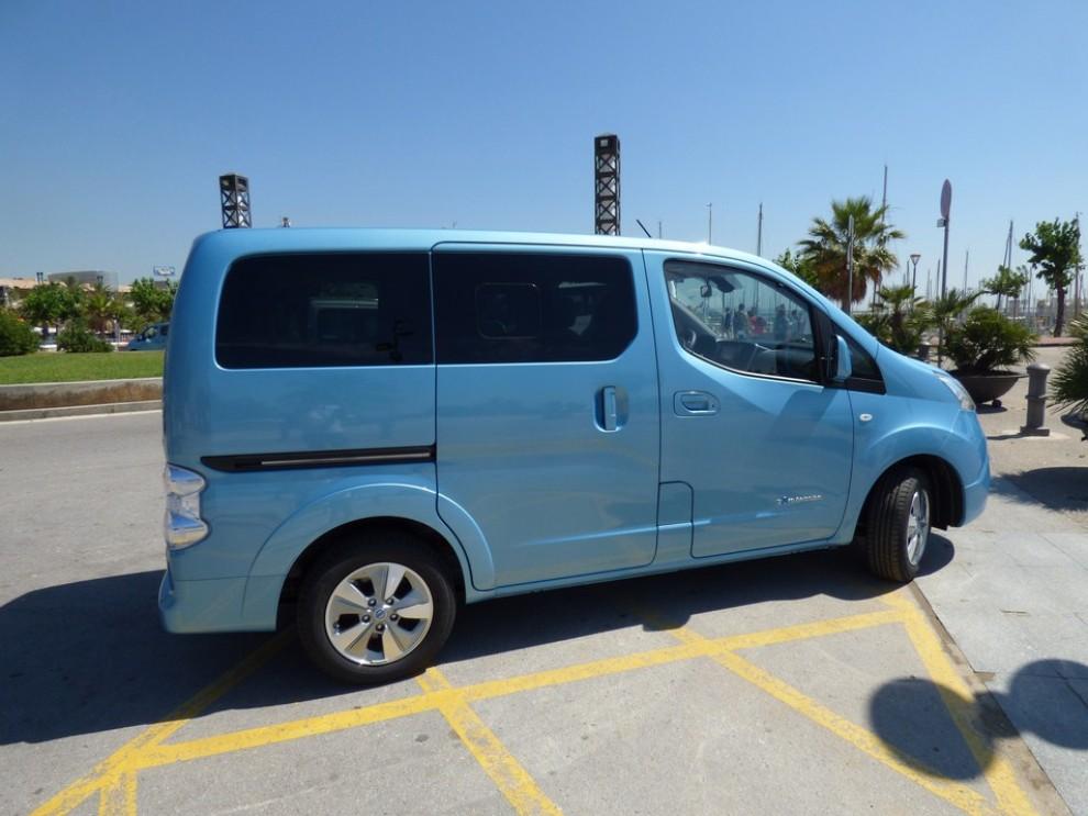 Nissan e-NV200 Evalia provato su strada a Barcellona il multispazio elettrico giapponese - Foto 3 di 40