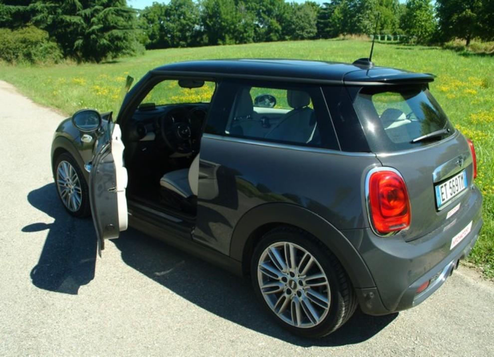 Nuova Mini Cooper S prova su strada, prestazioni e prezzi - Foto 3 di 32