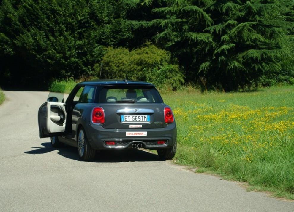 Nuova Mini Cooper S prova su strada, prestazioni e prezzi - Foto 11 di 32