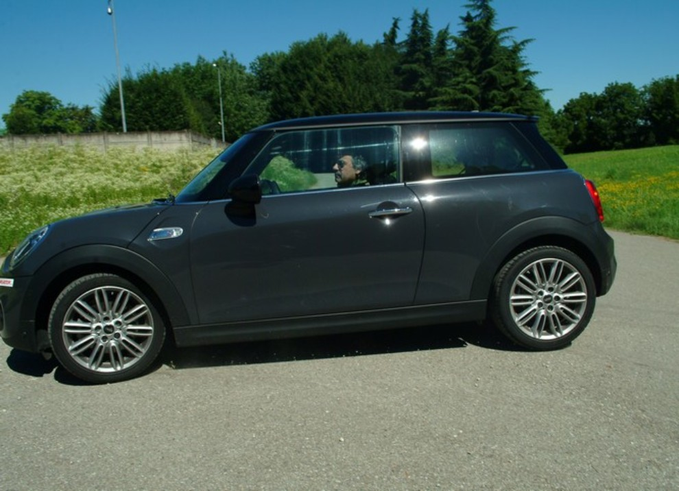 Nuova Mini Cooper S prova su strada, prestazioni e prezzi - Foto 7 di 32