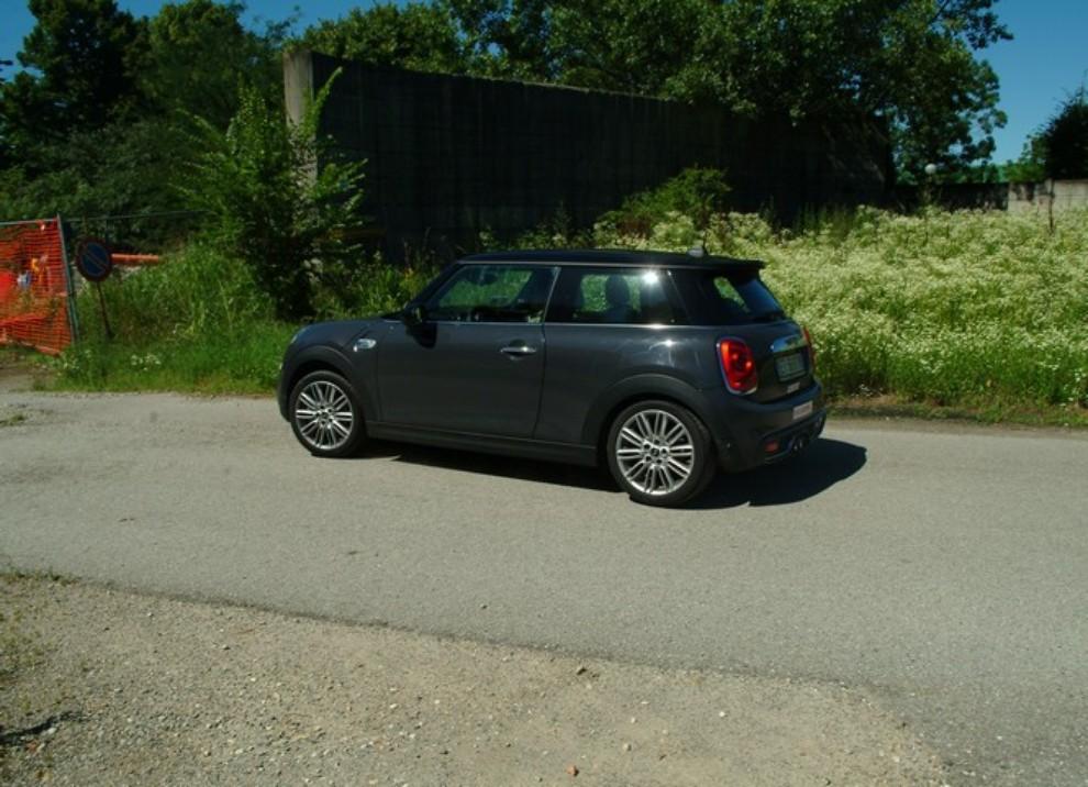 Nuova Mini Cooper S prova su strada, prestazioni e prezzi - Foto 10 di 32