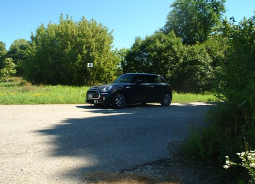 Nuova Mini Cooper S prova su strada, prestazioni e prezzi - Foto 12 di 32
