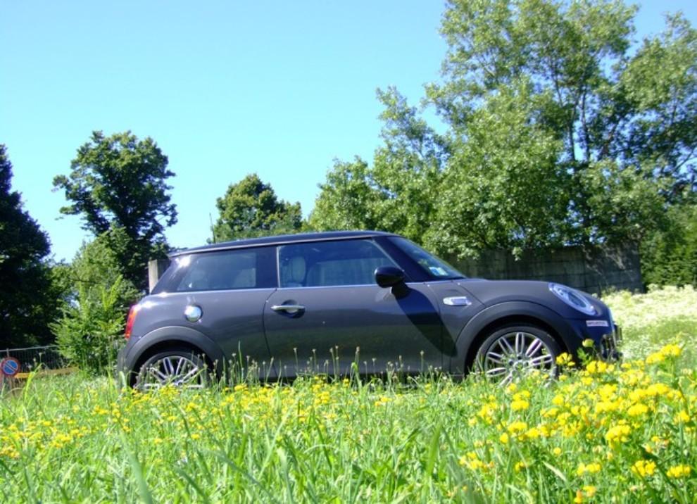 Nuova Mini Cooper S prova su strada, prestazioni e prezzi - Foto 19 di 32