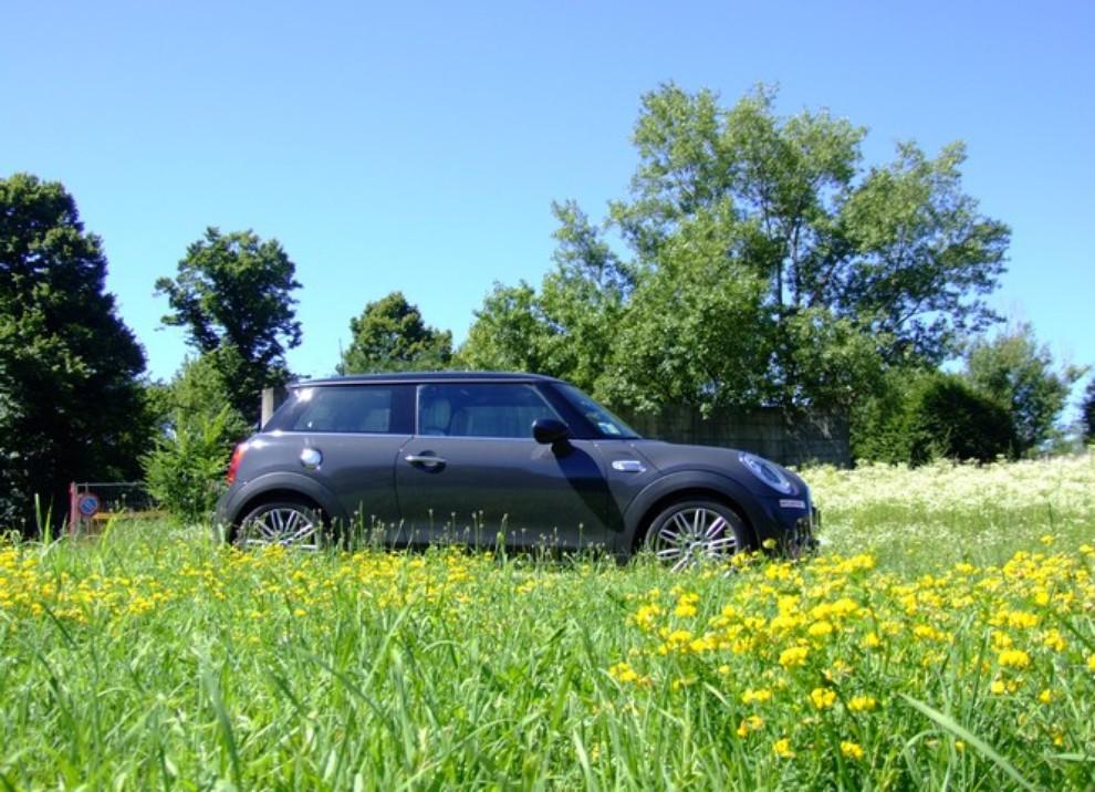Nuova Mini Cooper S prova su strada, prestazioni e prezzi - Foto 2 di 32