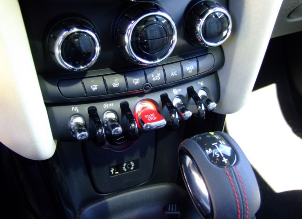 Nuova Mini Cooper S prova su strada, prestazioni e prezzi - Foto 24 di 32