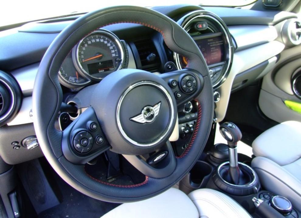 Nuova Mini Cooper S prova su strada, prestazioni e prezzi - Foto 28 di 32