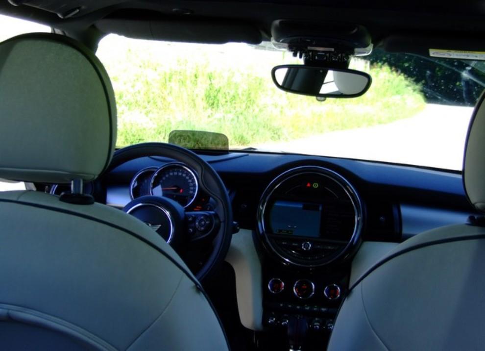 Nuova Mini Cooper S prova su strada, prestazioni e prezzi - Foto 30 di 32