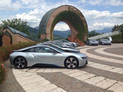BMW i8 provata su strada a Milano la sportiva ibrida plug-in di BMW
