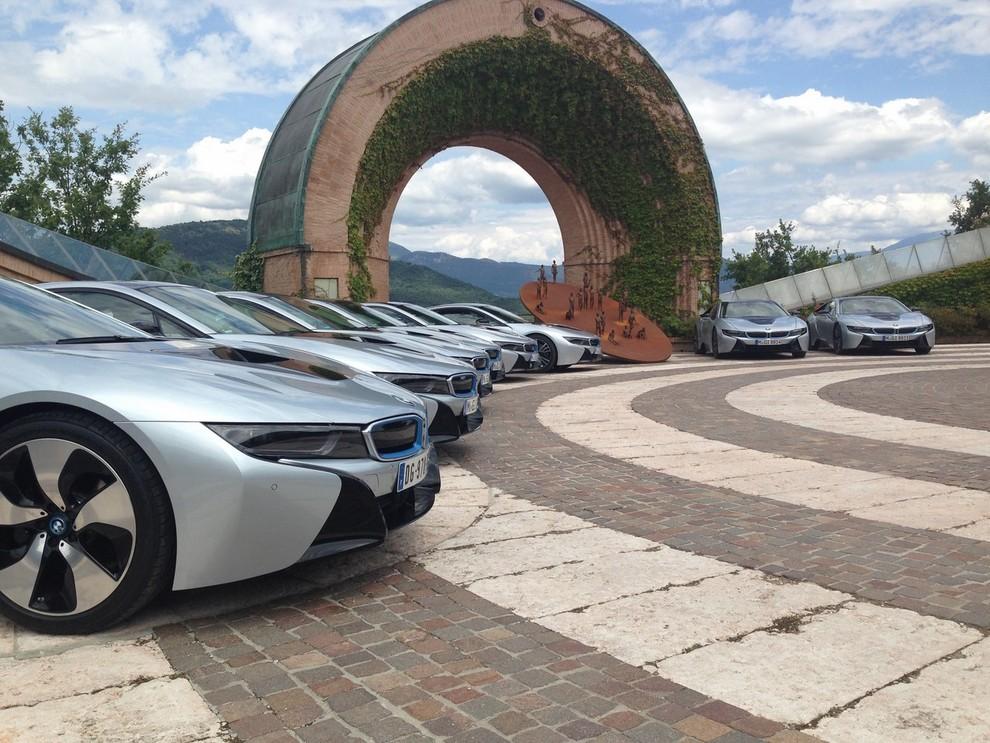 BMW i8 provata su strada a Milano la sportiva ibrida plug-in di BMW - Foto 2 di 12