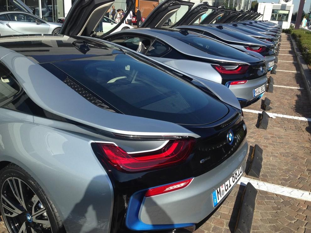 BMW i8 provata su strada a Milano la sportiva ibrida plug-in di BMW - Foto 4 di 12