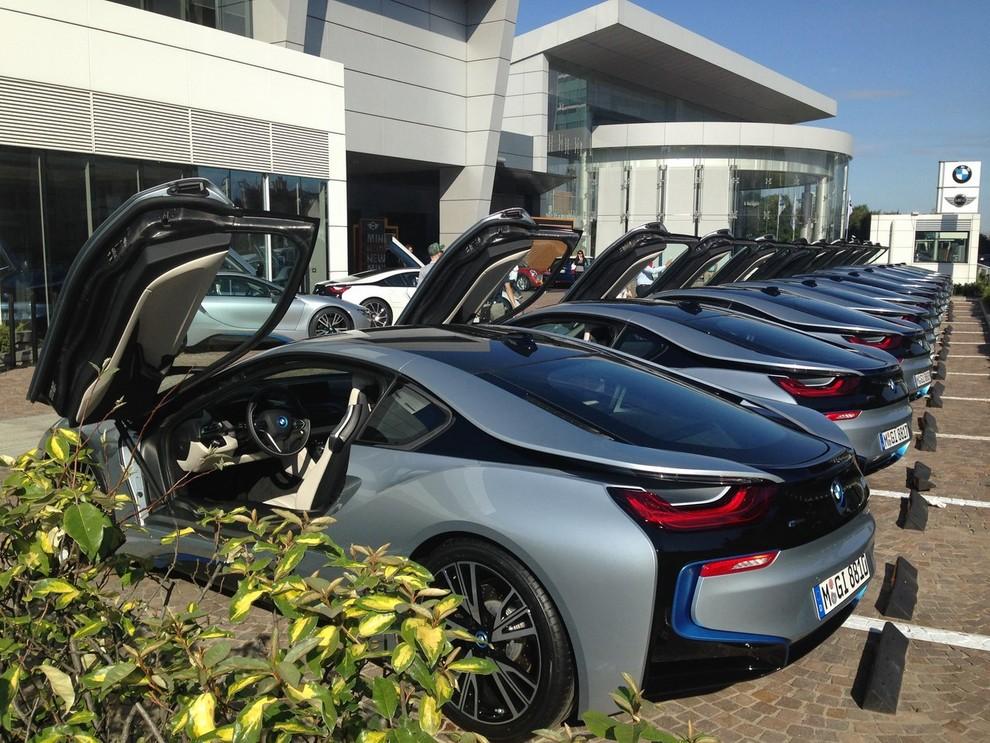BMW i8 provata su strada a Milano la sportiva ibrida plug-in di BMW - Foto 5 di 12