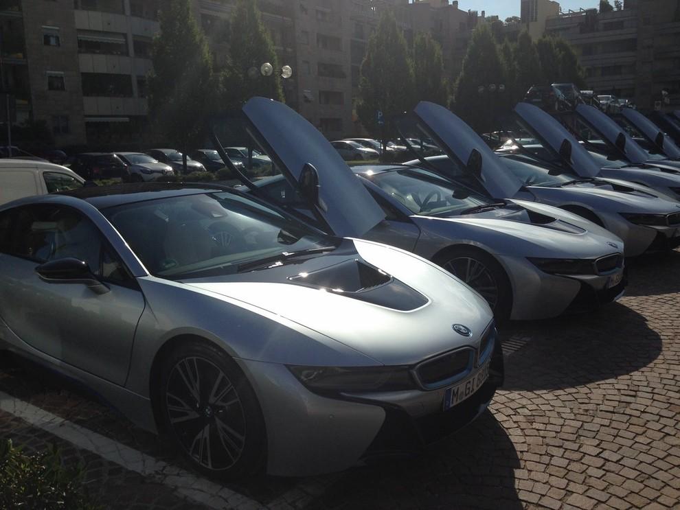 BMW i8 provata su strada a Milano la sportiva ibrida plug-in di BMW - Foto 10 di 12