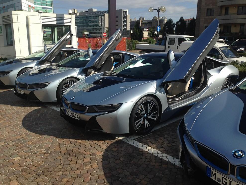 BMW i8 provata su strada a Milano la sportiva ibrida plug-in di BMW - Foto 6 di 12