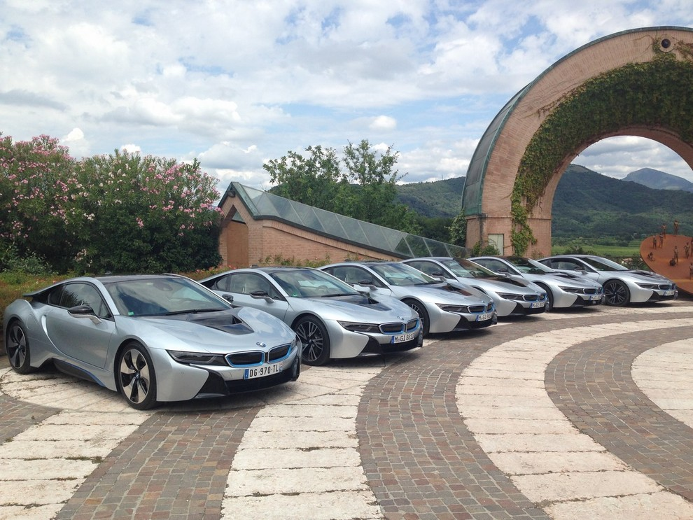 BMW i8 provata su strada a Milano la sportiva ibrida plug-in di BMW - Foto 8 di 12