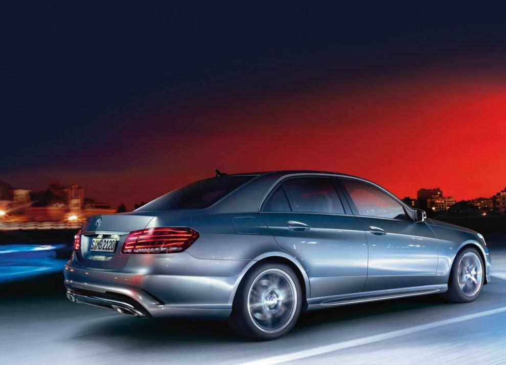 Nuova Mercedes Classe E BlueTEC HYBRID mobilità ad emissioni zero - Foto 2 di 5