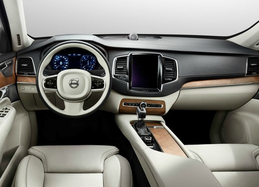 Nuova Volvo XC90 con motore elettrico Drive-E, consumi e prestazioni