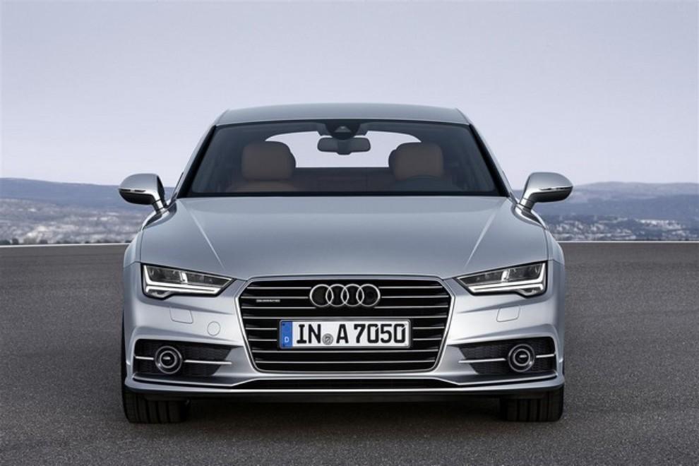 Nuova Audi A7 Sportback prezzi, gamma motori ed equipaggiamenti - Foto 2 di 12
