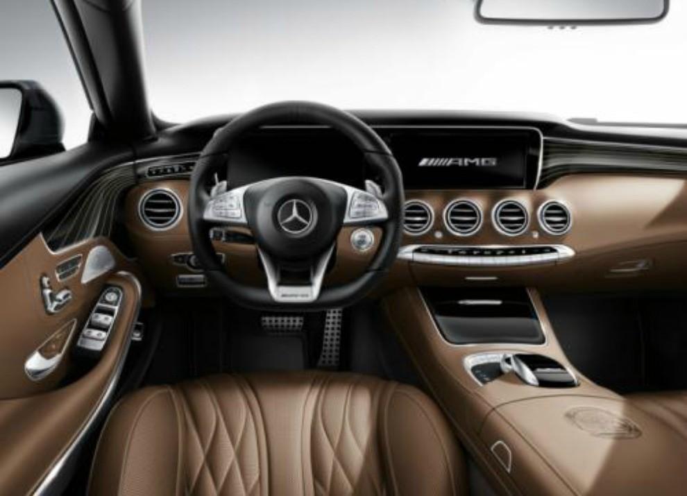 Mercedes Classe S 65 AMG Coupé con motore V12 da 630 CV - Foto 13 di 19