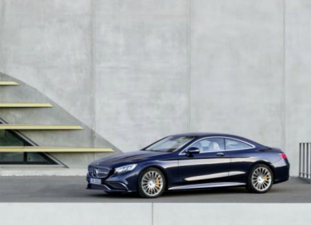 Mercedes Classe S 65 AMG Coupé con motore V12 da 630 CV - Foto 14 di 19
