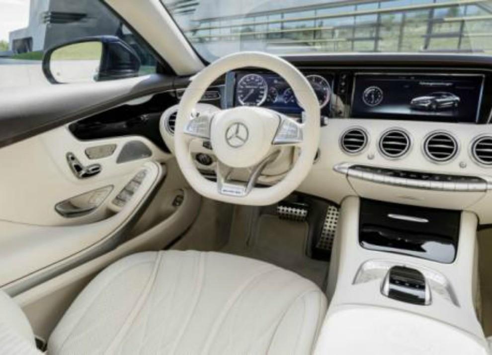 Mercedes Classe S 65 AMG Coupé con motore V12 da 630 CV - Foto 15 di 19