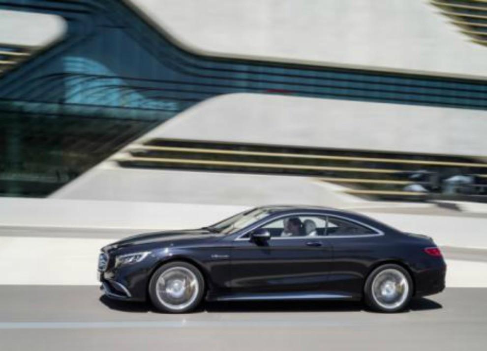 Mercedes Classe S 65 AMG Coupé con motore V12 da 630 CV - Foto 17 di 19